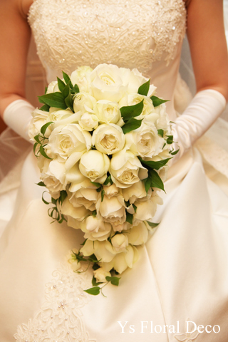 カップ咲のバラのキャスケードブーケ ウェスティンホテル東京さんへ_b0113510_19505212.jpg