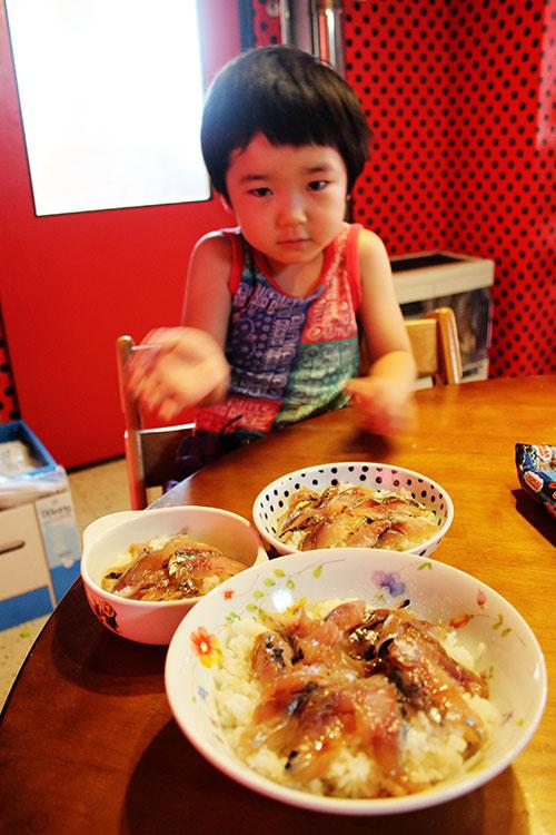 朝は家族皆で鯔背丼_a0139912_8511893.jpg