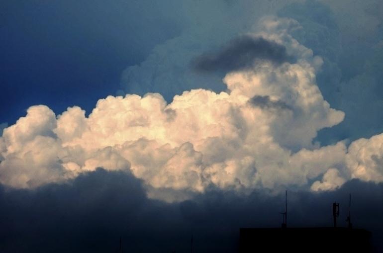妖雲が猛暑を誘う_b0314043_07314904.jpg