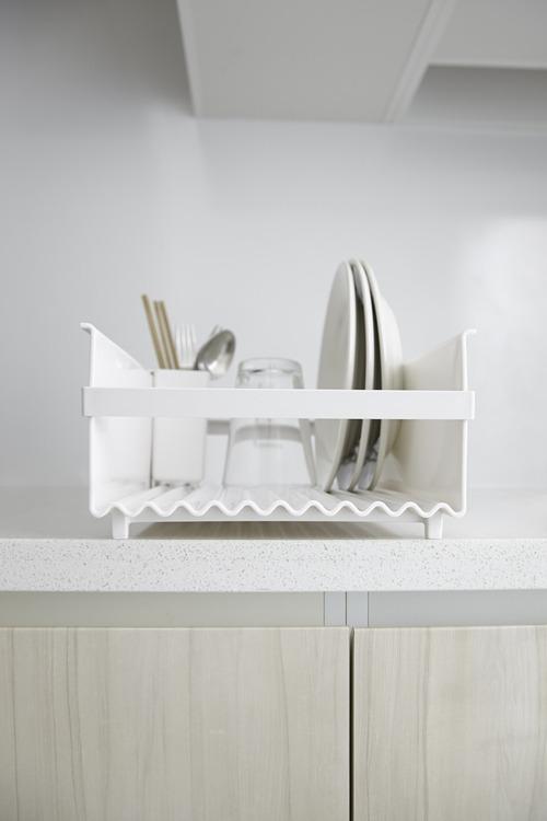 食器が乾きやすい通気性と水切れのよさ。 洗いやすいフォルムで、いつも清潔。_b0125570_10513881.jpg