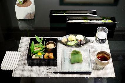 テーブル上手のおもてなし*8月 -黒のガラスフタ重で粋な夏和膳_d0217944_16161989.jpg