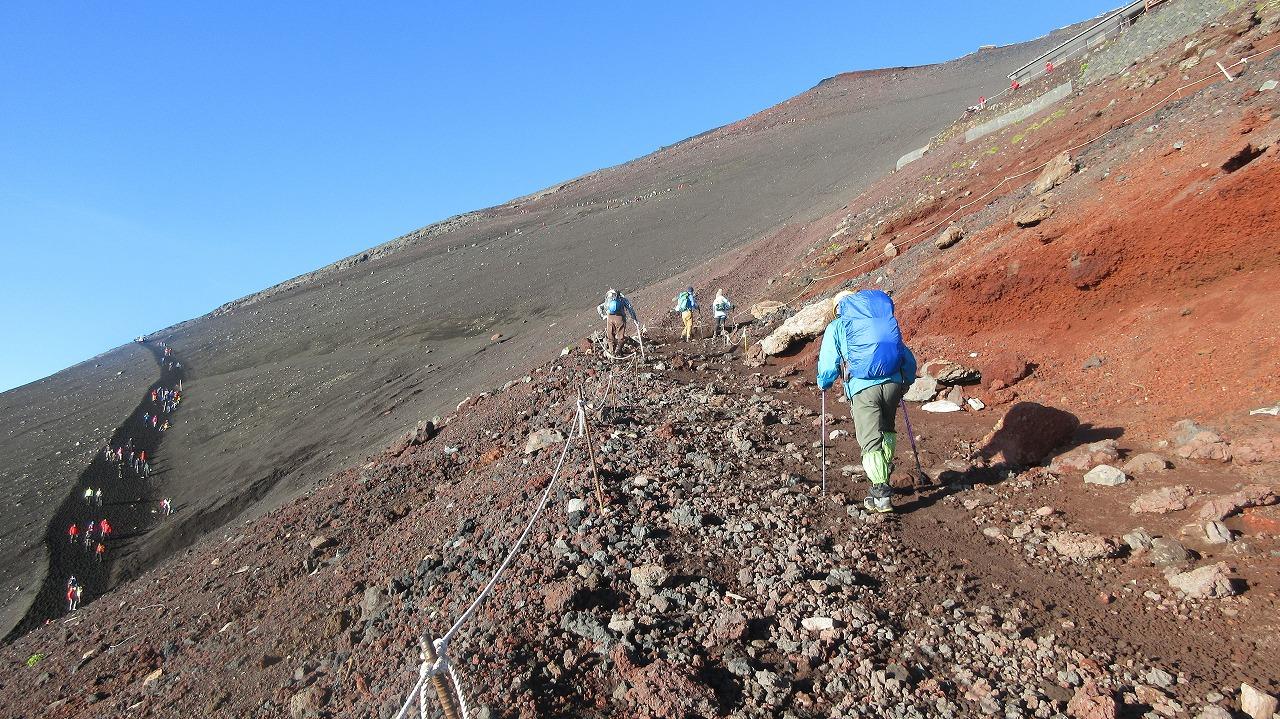 還暦富士登山 山頂鳥居到着 トータル11時間30分 _b0163804_2030645.jpg