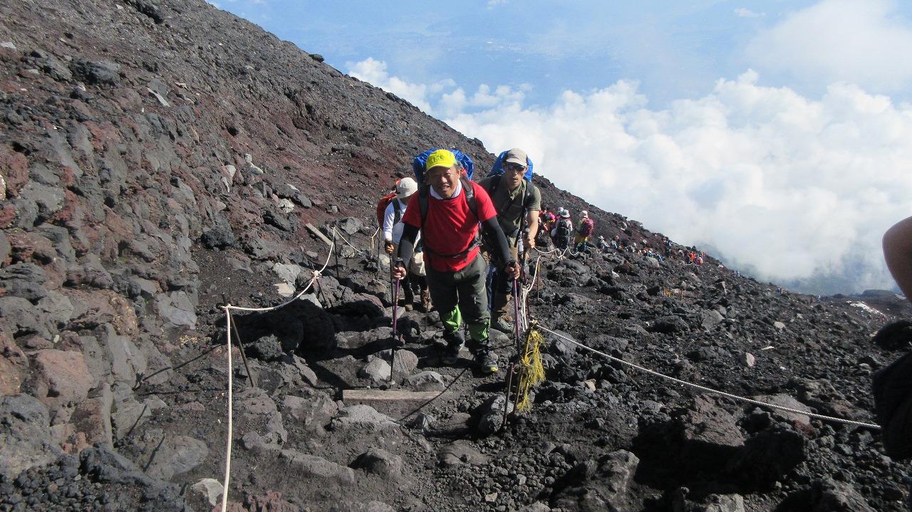 還暦富士登山 山頂鳥居到着 トータル11時間30分 _b0163804_20352283.jpg