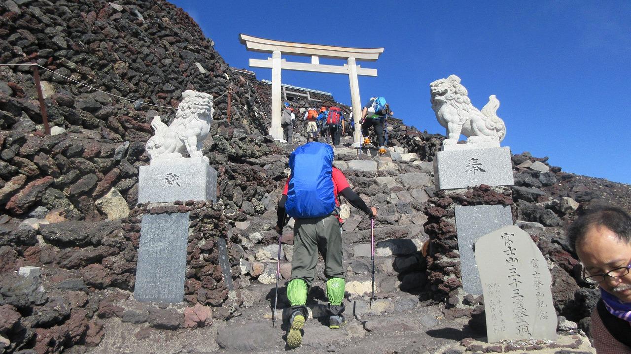 還暦富士登山 山頂鳥居到着 トータル11時間30分 _b0163804_20365030.jpg