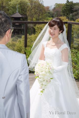 カップ咲のバラのキャスケードブーケ ホテル椿山荘さんへ_b0113510_15174990.jpg