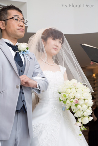 カップ咲のバラのキャスケードブーケ ホテル椿山荘さんへ_b0113510_15181290.jpg
