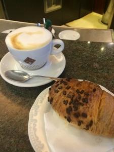 2016年イタリア ミラノで朝食_a0059035_22053126.jpg