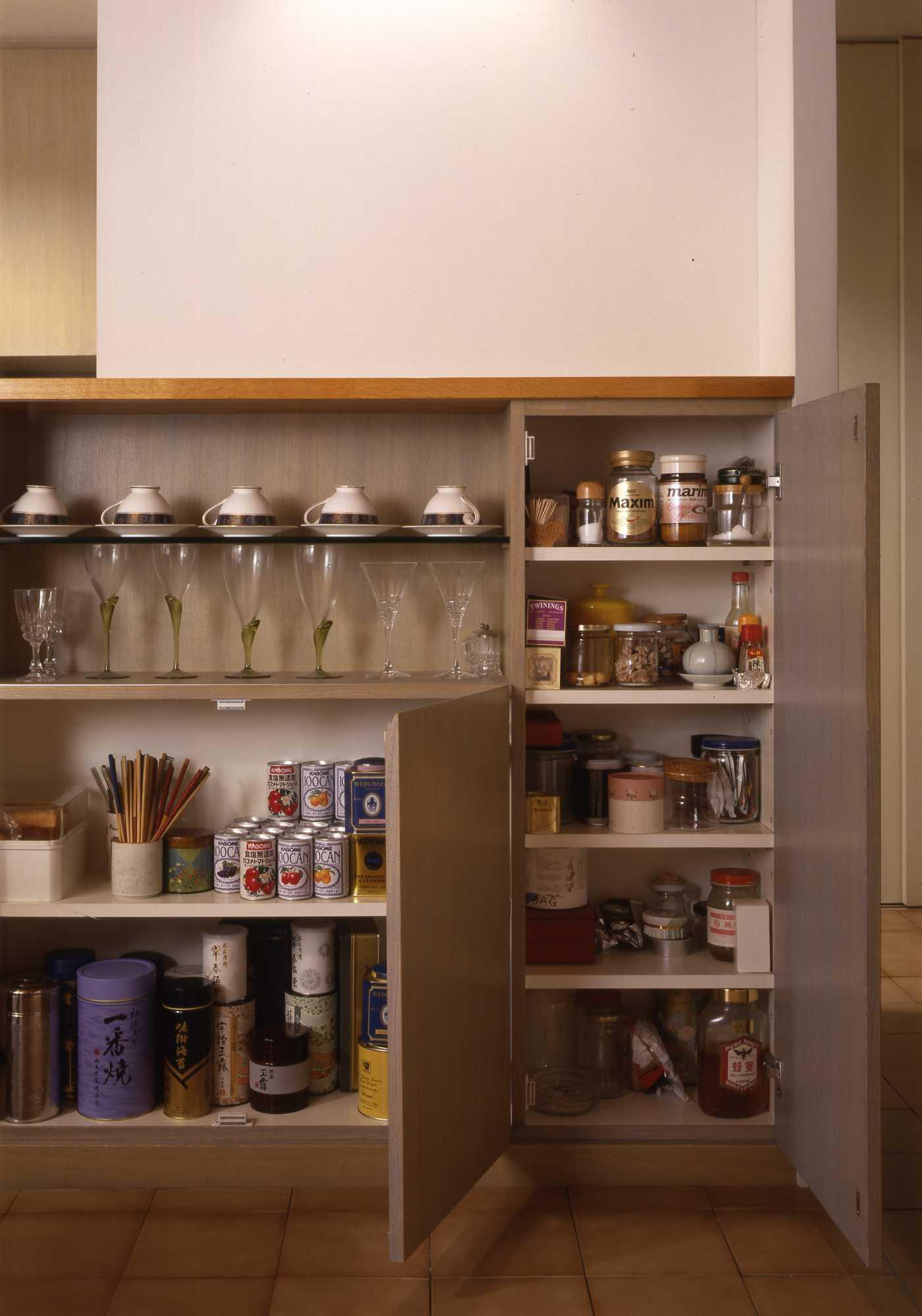 キッチンは収納設計_c0070136_10223495.jpg