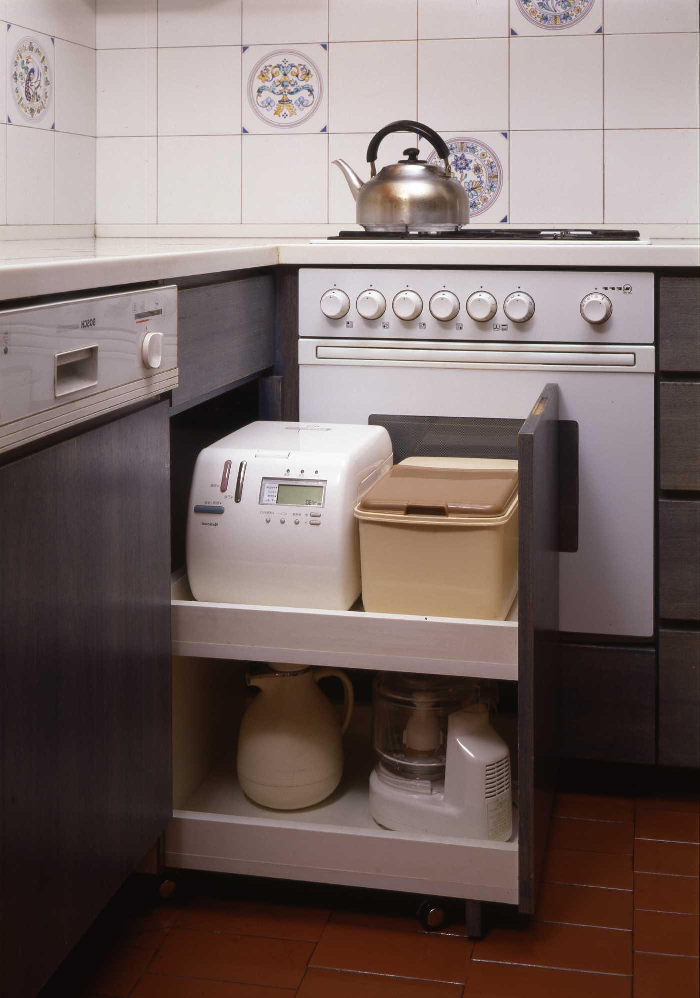 キッチンは収納設計_c0070136_10225270.jpg