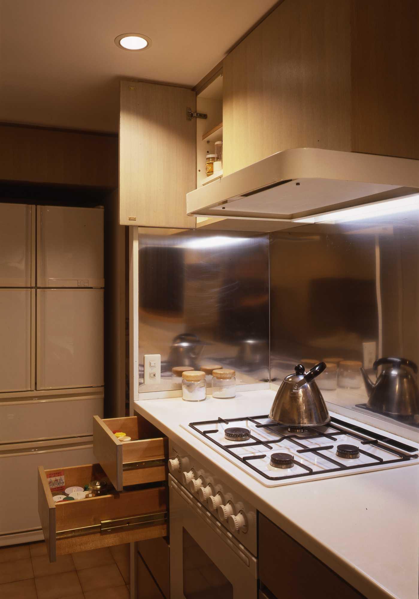 キッチンは収納設計_c0070136_10225512.jpg