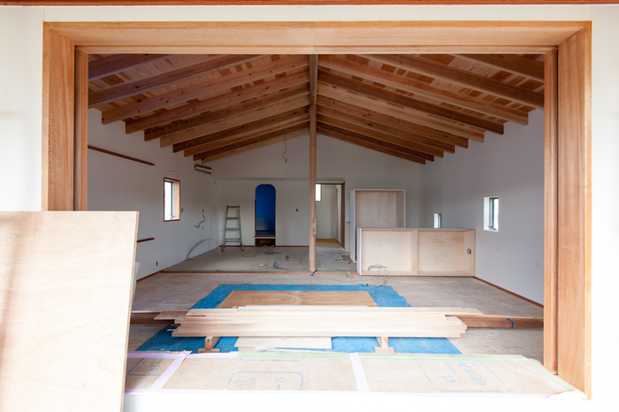白い壁と垂木と少しの開口_d0122640_10491495.jpg