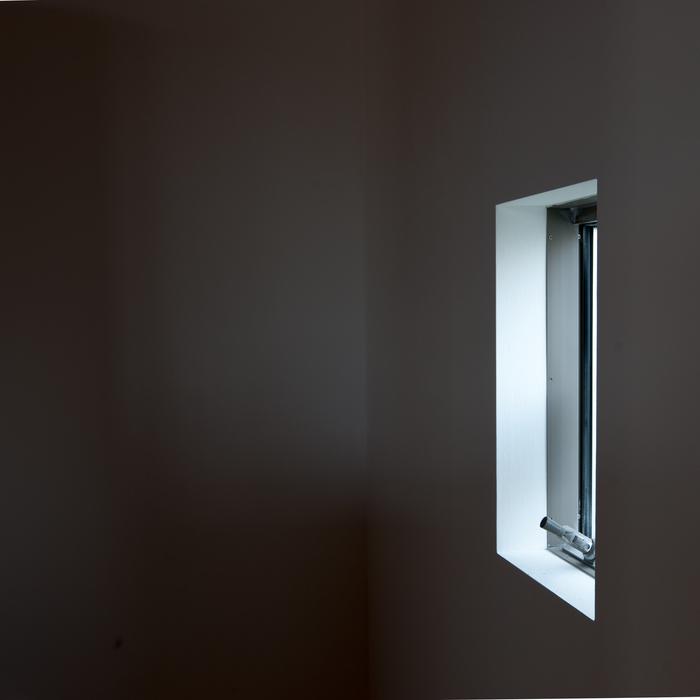 白い壁と垂木と少しの開口_d0122640_10492345.jpg