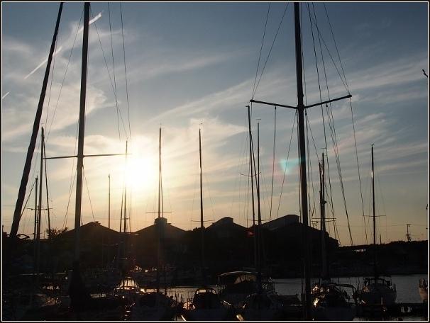 夕暮れの港_c0228386_127551.jpg