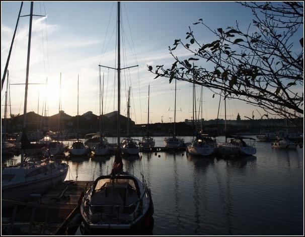 夕暮れの港_c0228386_181877.jpg