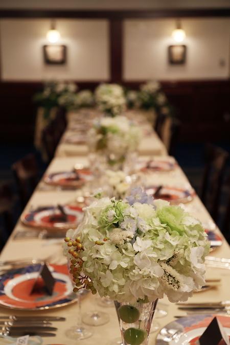夏の装花 シェ松尾青山サロン様へ 白と緑の装花、梅ではなく青りんごで_a0042928_16171570.jpg