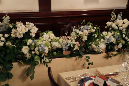 夏の装花 シェ松尾青山サロン様へ 白と緑の装花、梅ではなく青りんごで_a0042928_16182235.jpg