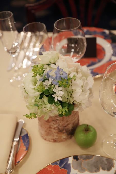 夏の装花 シェ松尾青山サロン様へ 白と緑の装花、梅ではなく青りんごで_a0042928_1619715.jpg