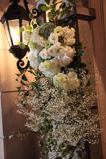 夏の装花 シェ松尾青山サロン様へ 白と緑の装花、梅ではなく青りんごで_a0042928_16203536.jpg