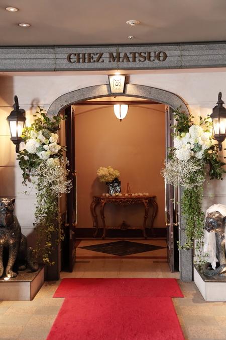 夏の装花 シェ松尾青山サロン様へ 白と緑の装花、梅ではなく青りんごで_a0042928_1620531.jpg