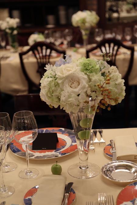 夏の装花 シェ松尾青山サロン様へ 白と緑の装花、梅ではなく青りんごで_a0042928_16224038.jpg