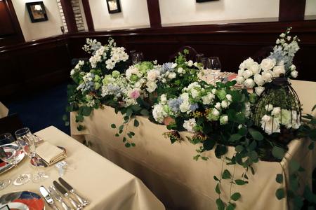 夏の装花 シェ松尾青山サロン様へ 白と緑の装花、梅ではなく青りんごで_a0042928_16271016.jpg