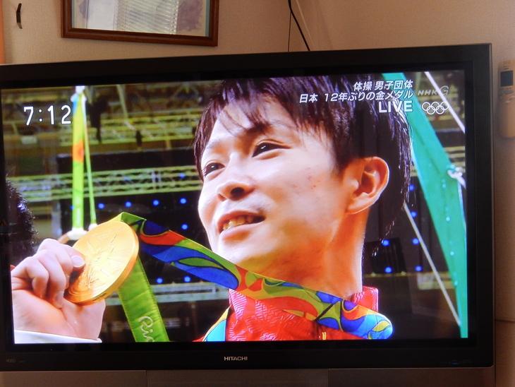 '16,8,9(火)バンザ~イ、体操男子金メダル!_f0060461_10351186.jpg
