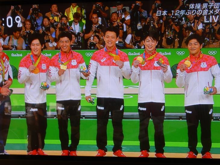 '16,8,9(火)バンザ~イ、体操男子金メダル!_f0060461_10353818.jpg