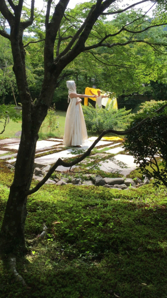 素敵なダンサーが  小倉山居の庭で、、、_b0266173_20365950.jpg
