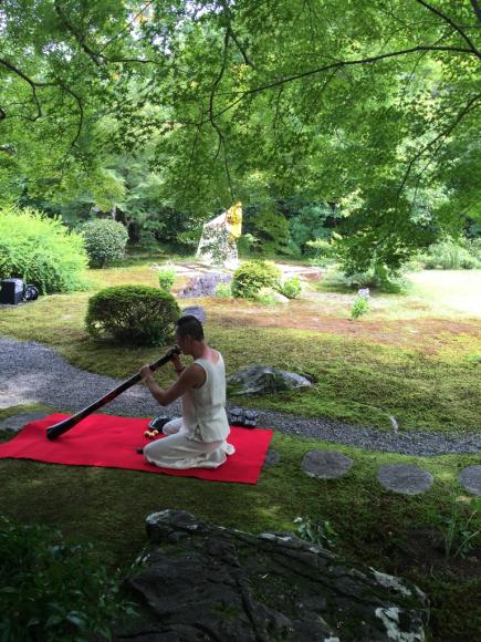 素敵なダンサーが  小倉山居の庭で、、、_b0266173_20365976.jpg