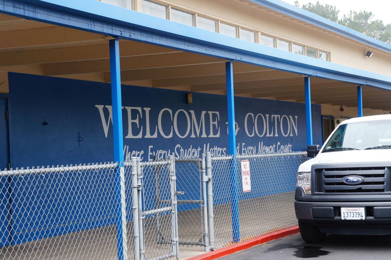 2016 29th 8/9(火)コールトン中学校訪問と歴史的名所_f0205780_07273839.jpg
