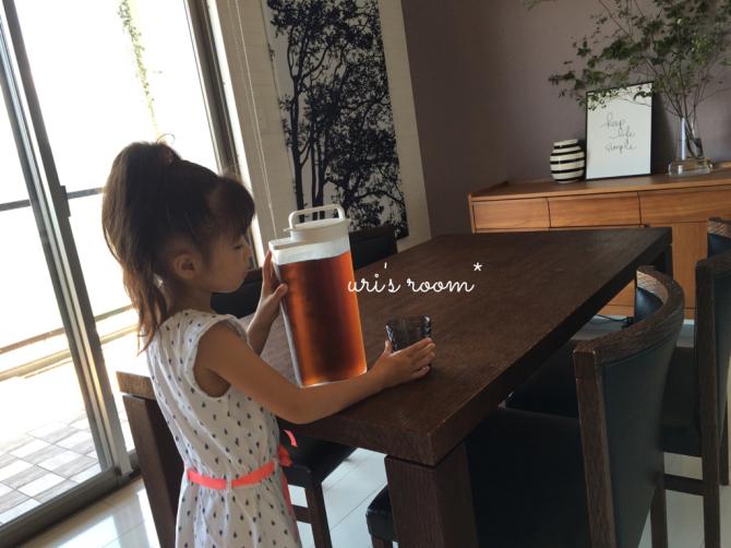新しい麦茶ピッチャーの使い心地。それと息子の足首…それはお洒落?_a0341288_01160219.jpg