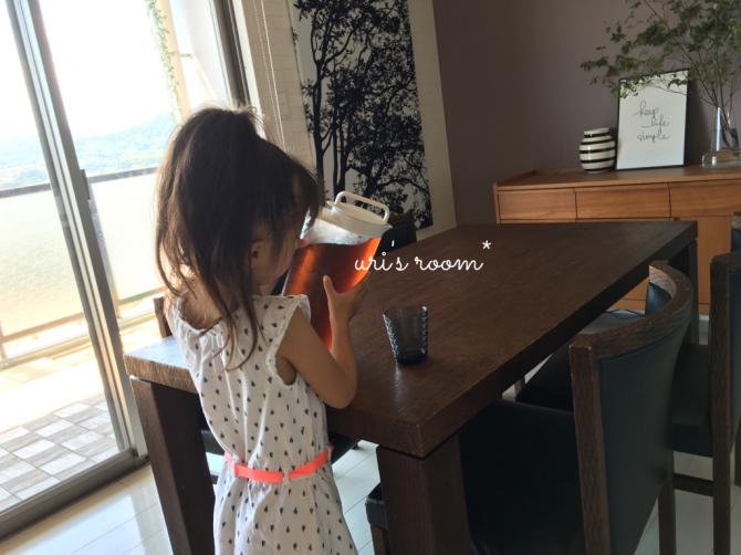 新しい麦茶ピッチャーの使い心地。それと息子の足首…それはお洒落?_a0341288_01160316.jpg
