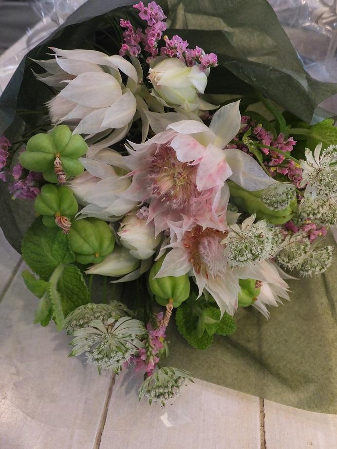 オークリーフ花の教室(そまきさんと落合さんの作品)_f0049672_1954050.jpg