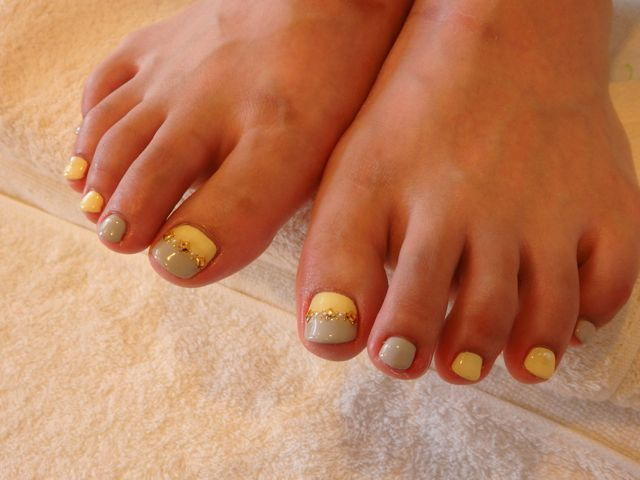 Yellow Foot Nail_a0239065_15455114.jpg
