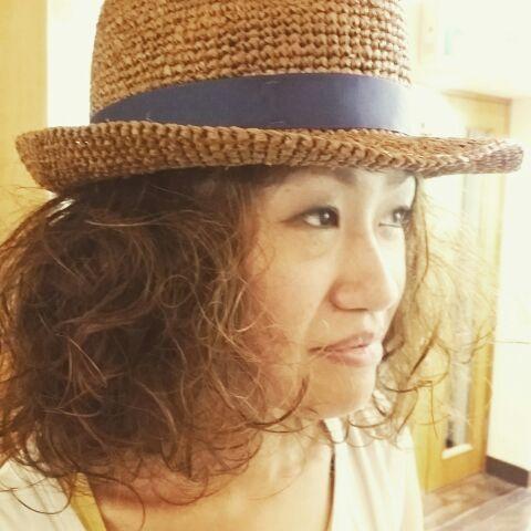 帽子から溢れんばかりのパーマ_a0272765_14231057.jpg
