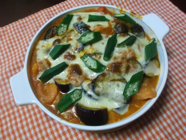 嫁農園の野菜&なすとトマトのチーズ焼き_f0019498_2037664.jpg
