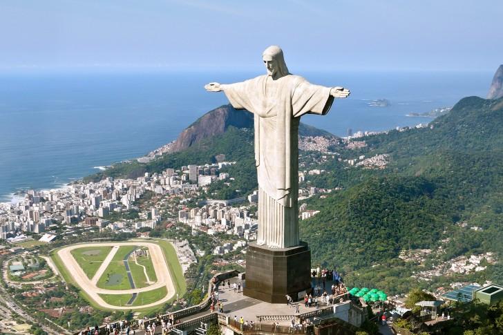 リオ五輪を見守るキリスト像_c0052304_7283584.jpg