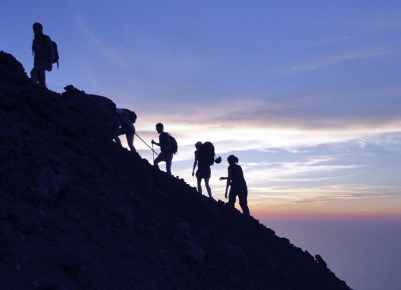 ストロンボリ島4. 汗と涙の火の山登山〜 ついに…ついに…涙のフィニッシュ!!_f0205783_22090122.jpg