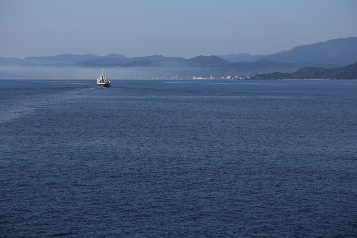 和歌山港~徳島港  紀伊水道を行くあの船_b0061717_12103763.jpg
