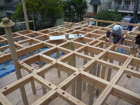 建て方工事1日目_f0066533_1173537.jpg