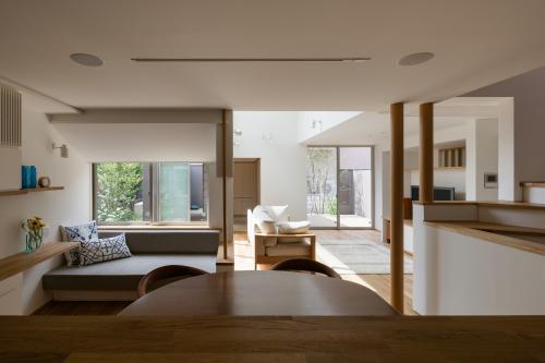 オープンキッチンは視線軸を長くとる。_c0070136_10594112.jpg