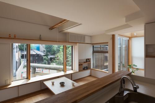 オープンキッチンは視線軸を長くとる。_c0070136_11000740.jpg