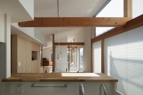 オープンキッチンは視線軸を長くとる。_c0070136_11001747.jpg