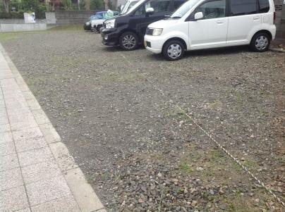 駐車場除草作業_c0186441_17593779.jpeg