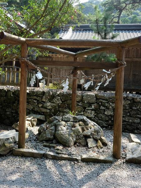 国境の島を訪ねて(11)神秘の和多都美神社_c0013687_21514274.jpg