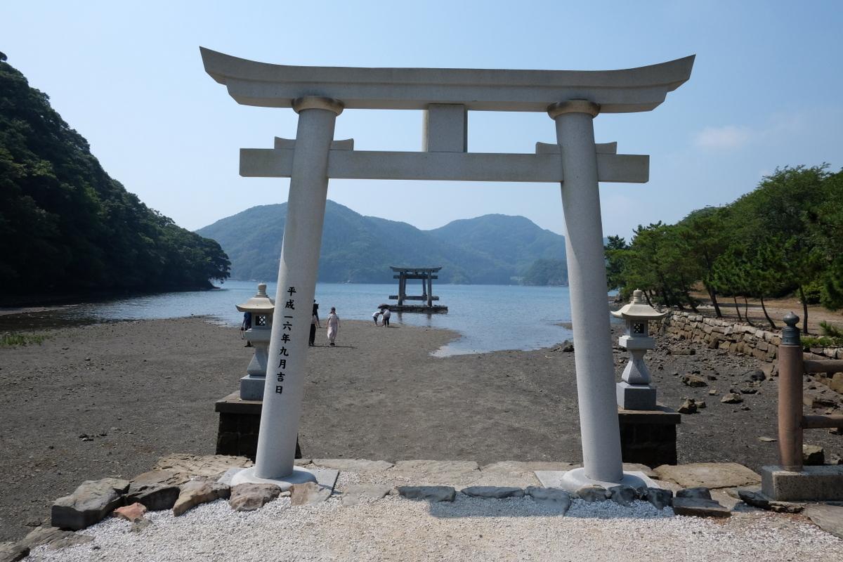 国境の島を訪ねて(11)神秘の和多都美神社_c0013687_2152209.jpg