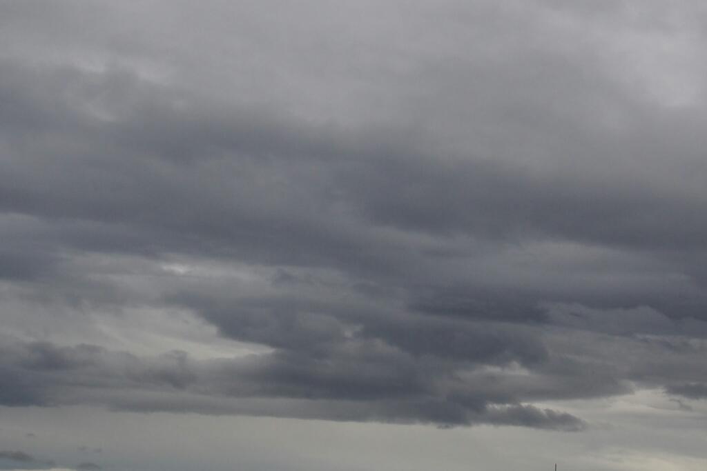 2016年8月23日(火)今朝の函館の気温と天気は。台風9号の影響_b0106766_06143419.jpg