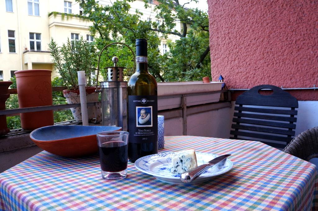 シードルと赤ワインと中華麺_c0180686_16285616.jpg