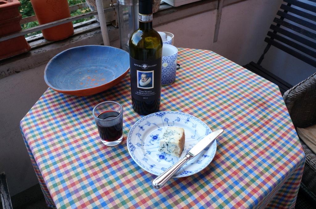 シードルと赤ワインと中華麺_c0180686_16291414.jpg