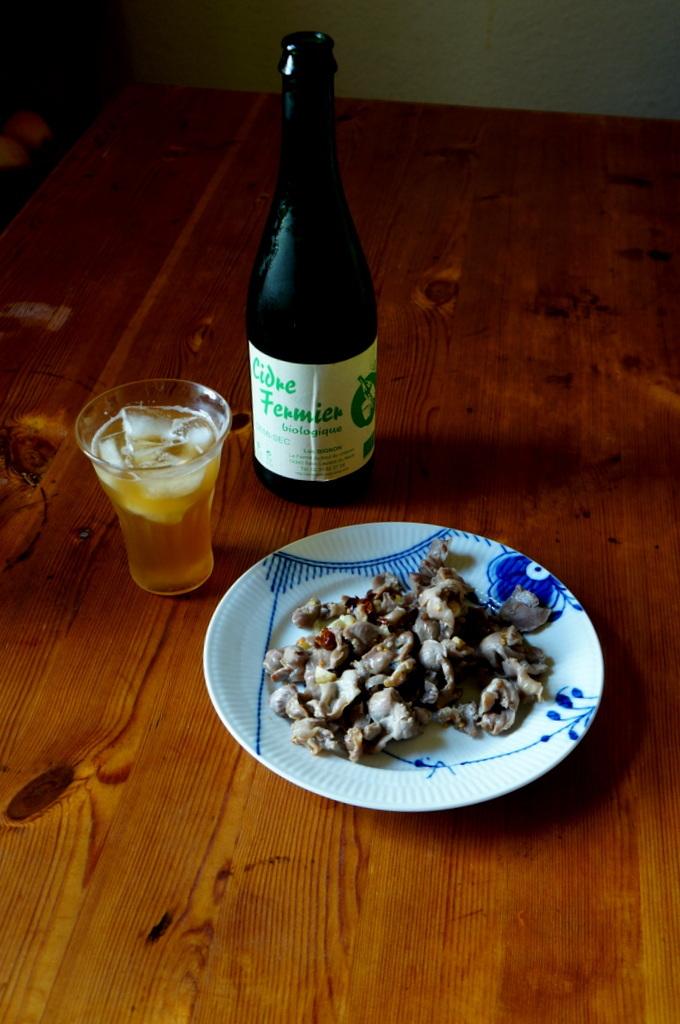 シードルと赤ワインと中華麺_c0180686_16292869.jpg